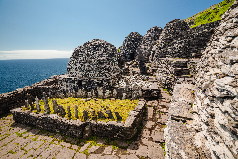 Ireland-SkelligMichael-Monastery graveyard-CasparDiederik-1433
