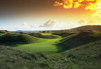 golf0706_02_hole_8.jpg