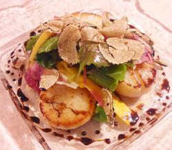 ホタテのソテーとトリュフのサラダ