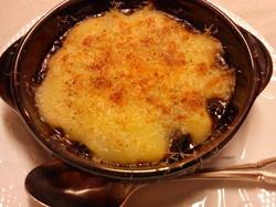 牛肉の赤ワイン煮込みとマッシュポテトのグラタン