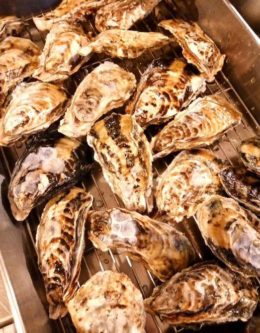 殻付きの牡蠣も最終仕入れです