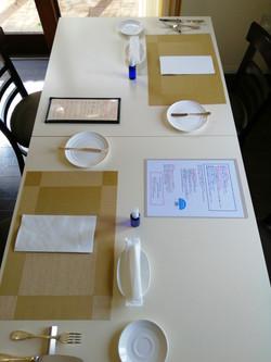 2名様のテーブル配置(対面を避ける席の配置)