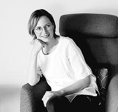 Portrait Olga noir et blanc.jpg