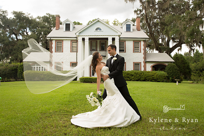 Carla + Nate | Emerald + White Chic Wedding | Tallahassee Wedding Flowers by At Last Florals | Missi