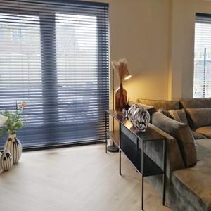 Komt er veel zonlicht in huis? Eurofloor Almelo heeft veel opties voor gordijnen en jaloezieën voor uw huis! Kies uw kleur bij Eurofloor Almelo!