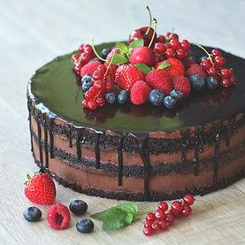 Cokoladovy dort s ovocem.jpg