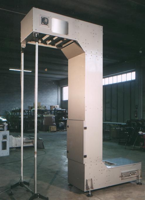 Elevatore a tazze verticale per alimenti