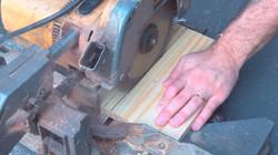 de-ape-novo-blog-diy-curitiba-cortando-madeira