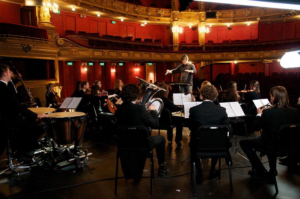 Opera Gent Brian conducting.jpg