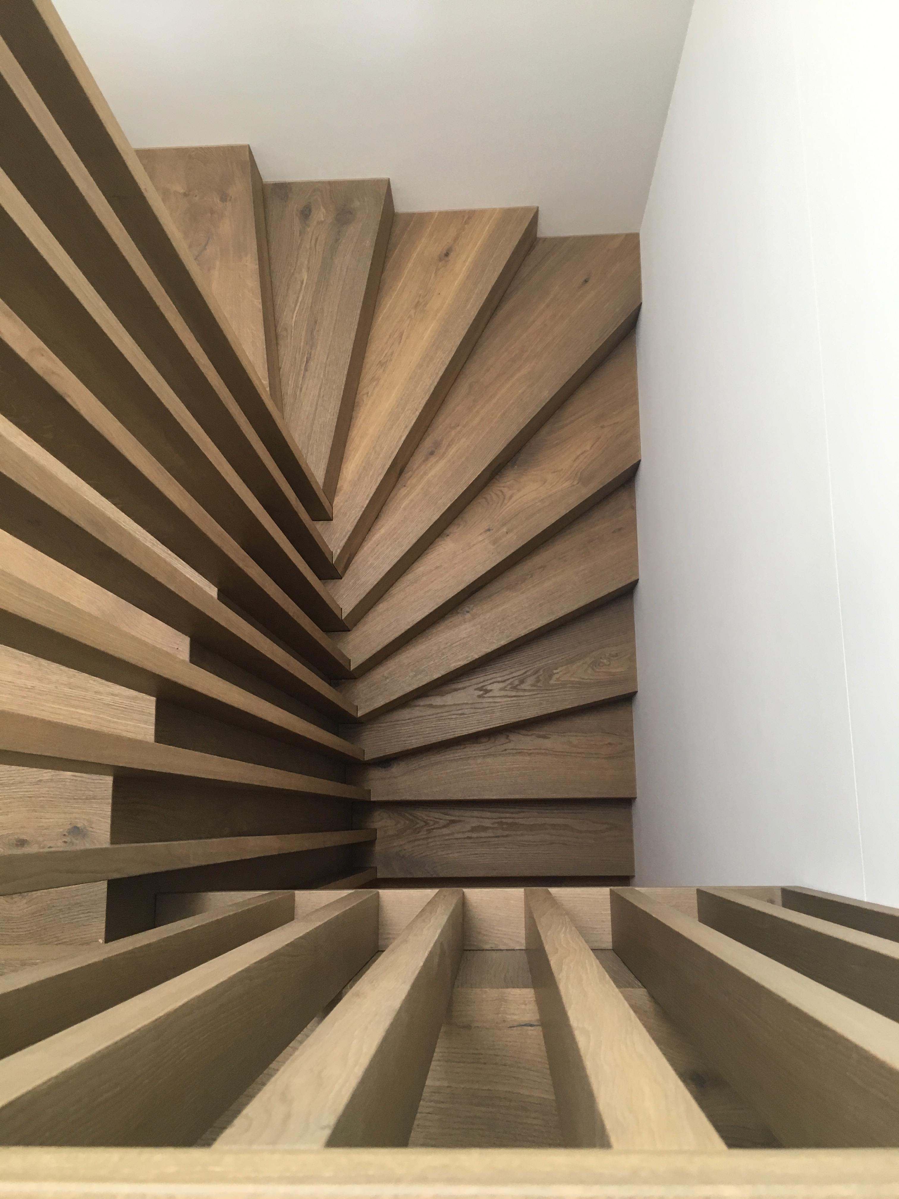 Parkett und Treppengeländer