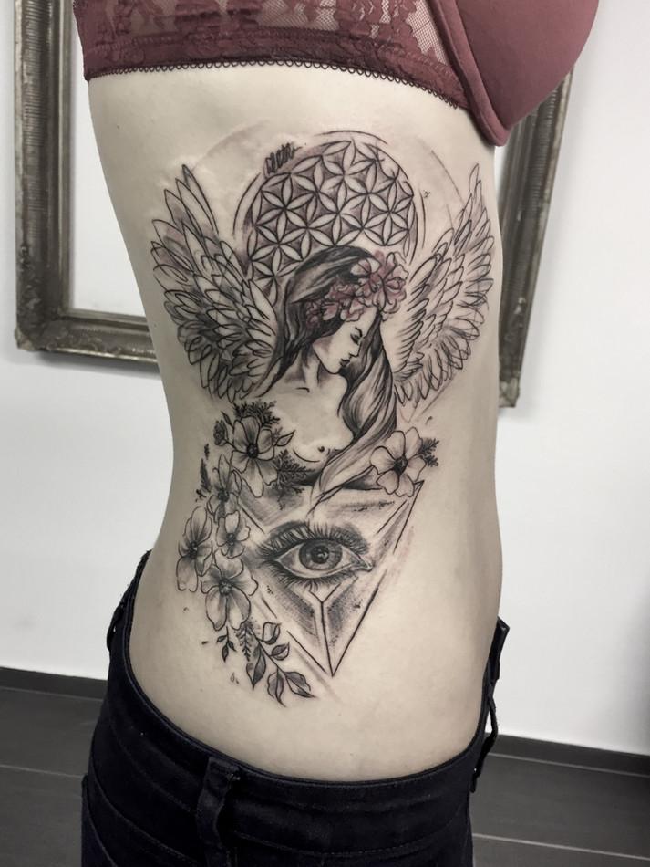 Abstrakt tetování - Tattoo Mija Praha Vr