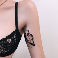 tattoomija_praha_tetovani_pink.ink_realistika_kresby (1).jpg