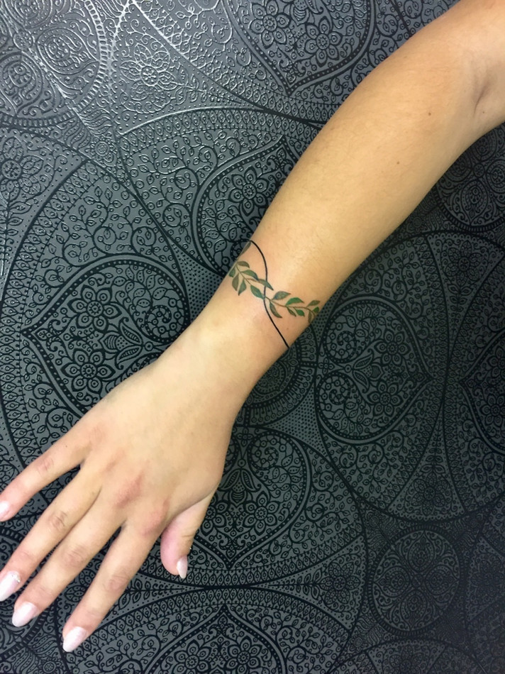 Minimalistika mini teovani studio Tattoo