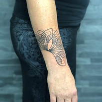 geometrie tattoo mija praha (3).jpg