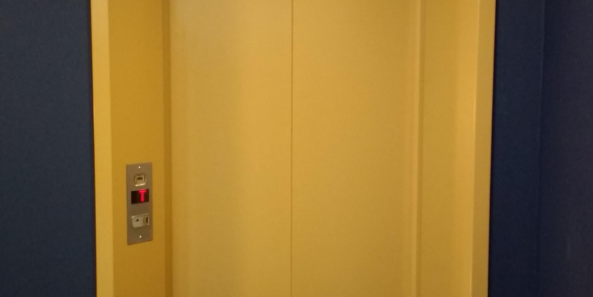 Elevador comercial  (5).jpg