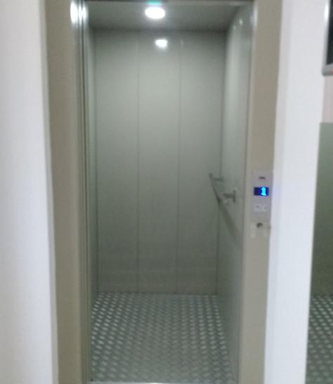 Elevador comercial  (1).jpg