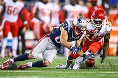 New England Patriots wide receiver Danny Amendola (80) and Kansas City Chiefs wide receiver De'Anthony Thomas (13) rush to get a punted ball