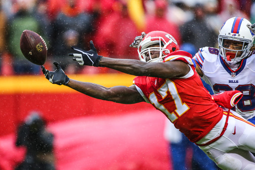 Kansas City Chiefs wide receiver Chris Conley (17) reaches for a ball that was thrown just out of his reach