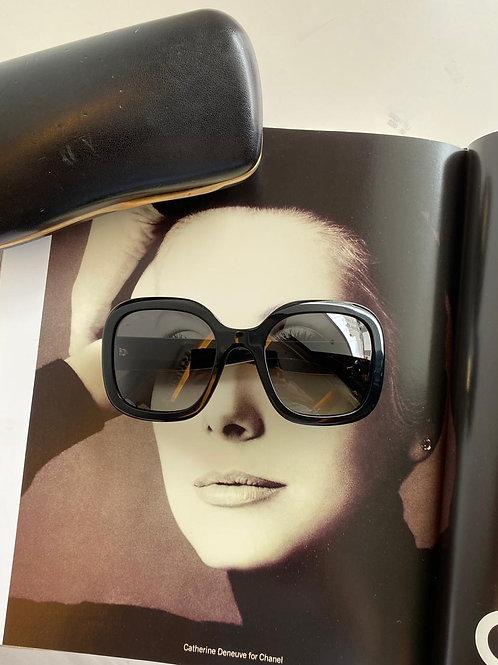 Chanel lente polarizada acompanha Dust e case • 1.190 em 12 sem juros ou à vista