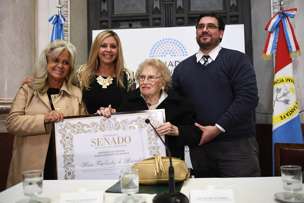 Por iniciativa de la senadora nacional por Santa Fe, María de los Angeles Sacnun (FpV), el Senado reconoció la trayectoria de Rosa Tarlovsky de Roisinblit y su compromiso en defensa de los derechos humanos.
