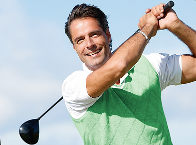 Man plays golf and wear sports magnetic bracelet, Magnetix Wellness in Australia