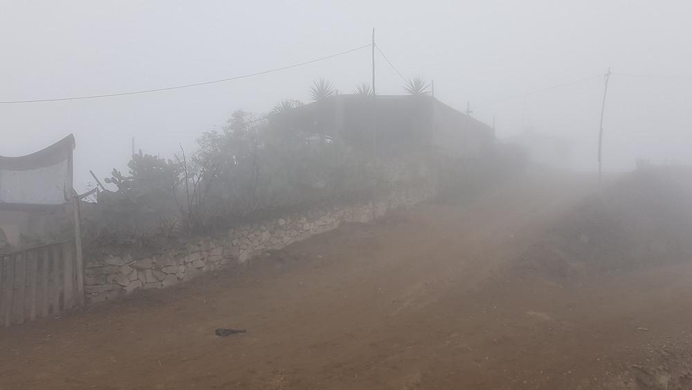 Le brouillard est dense dans le quartier de Villa Maria.