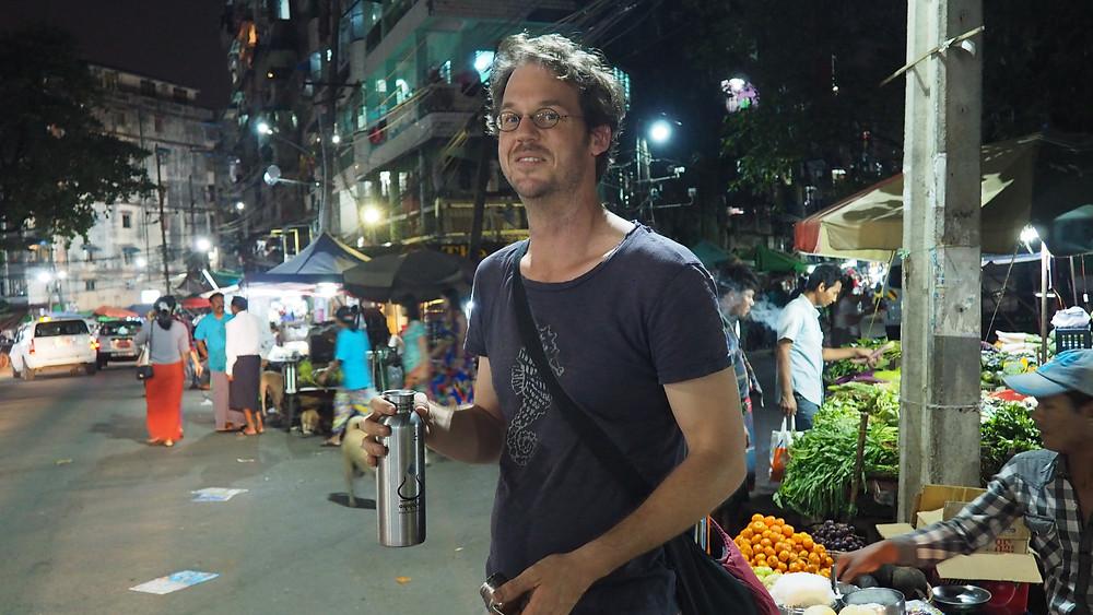 Friedor veut réduire la vente de bouteilles d'eau plastique dans la ville de Yangon.