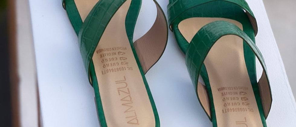 Griega plana cuero croco charol verde
