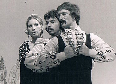 Terry Hyde (centre) with Barbara Streisa