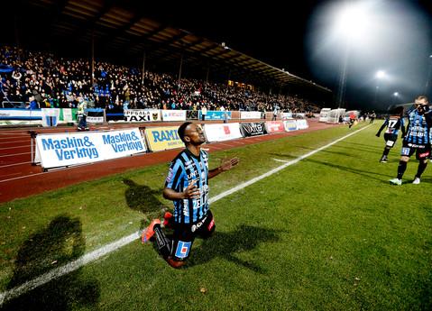 Fotboll Sirius - Falkenberg, Moses Ogbu efter hans första mål, UNT 2015.
