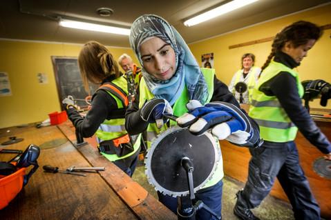 Nyanlända kvinnor jobbar för Skogsstyrelsen, UNT 2017.
