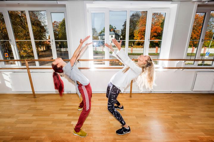 Dansarna Catarina Zarazua Mujo och Mateja Kavacevic, Ergo 2017.