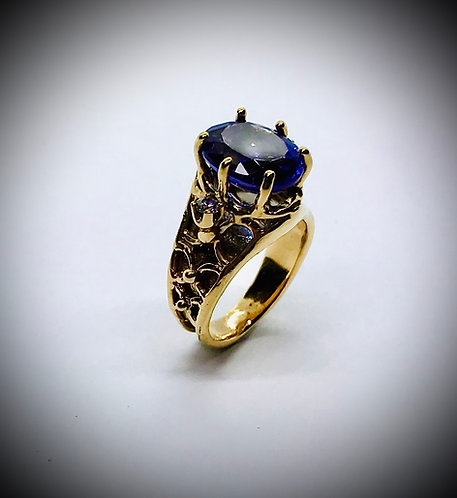 TANZANITE AND DIAMOND 14ky GOLD RING