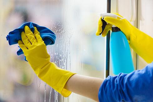 Mycie okien, sprzątanie biura