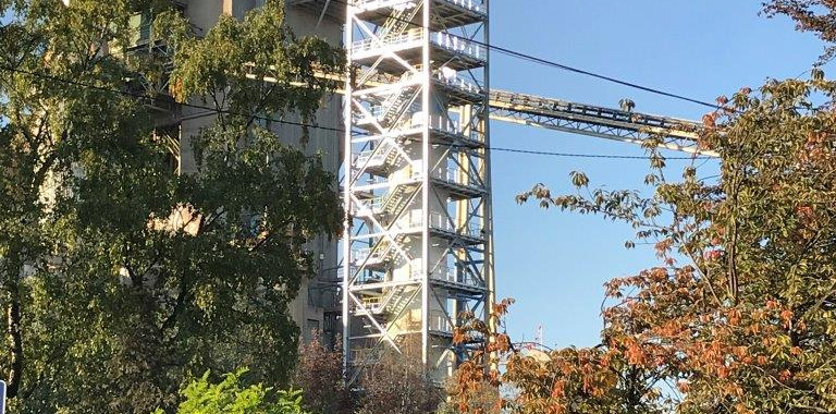 Work continues on the LEILAC pilot, with the silo now being installed next to the tower.