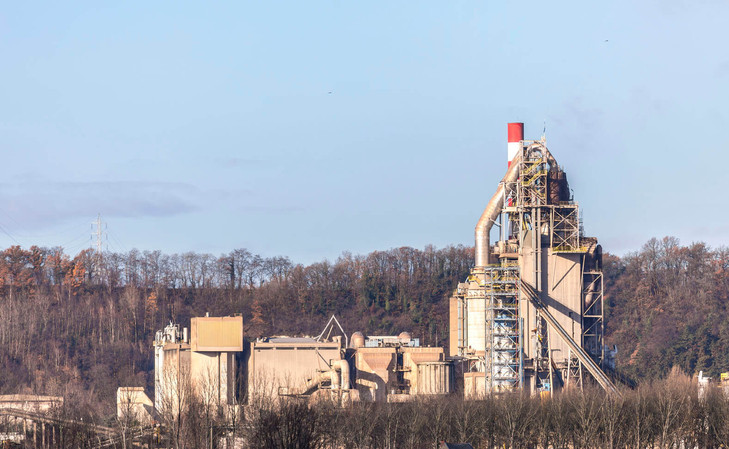 views of the LEILAC pilot plant standing alongside the host site at CBR Lixhe