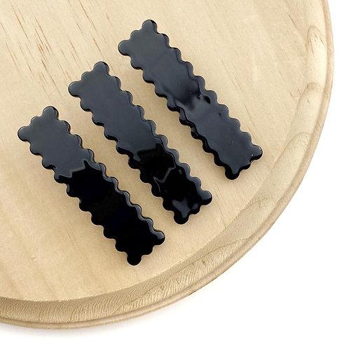 Black Scalloped Clip