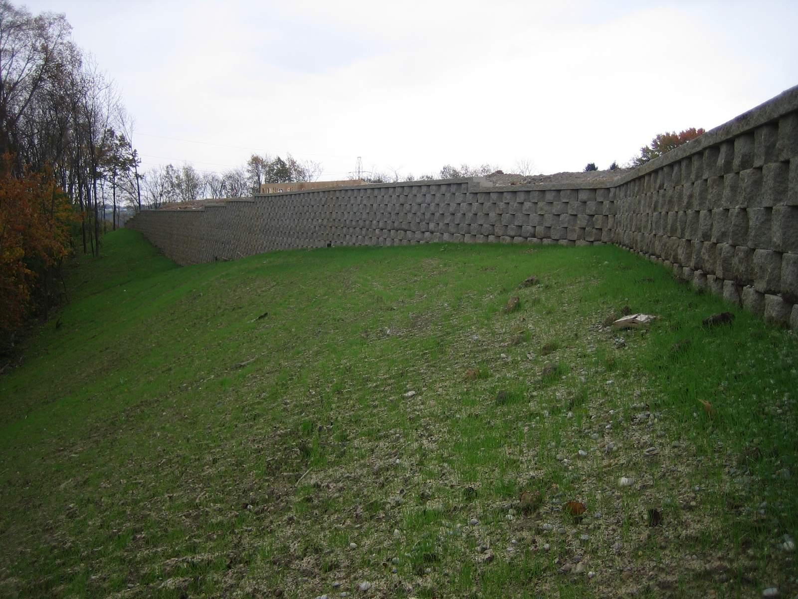 Keystone Compaq retaining wall