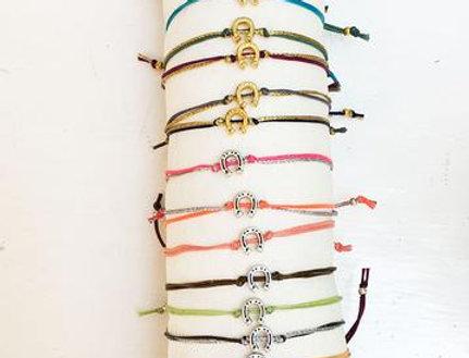 A lucky horse shoe bracelet/anklet