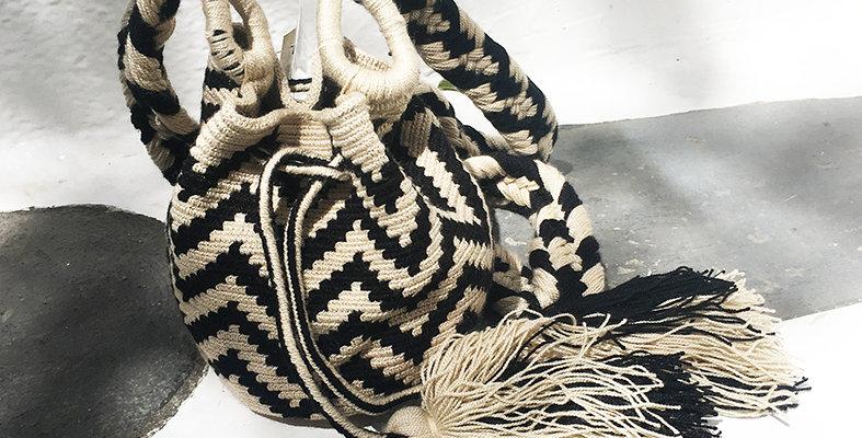 Small Mochila Wayuu - Black chevron