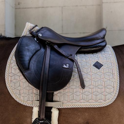 Quel tapis Pied-de-Poule Kentucky choisir selon la robe de son cheval ?