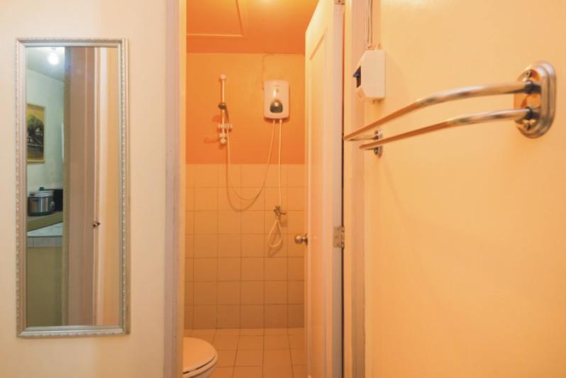 Apartment 2 Hot Shower