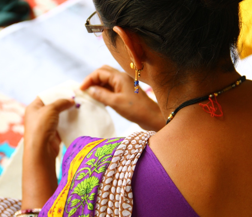 sadhna, artesanas bordando, comercio justo, fair trade, india, jessica oyarbide