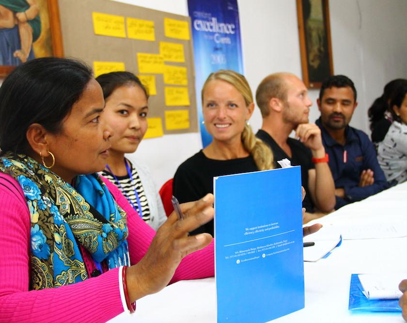 Empower Nepal, social business, social enterprise, empresa social, nepal, emprendedurismo, empoderamiento mujeres, women empowerment, talleres, workshop explicar