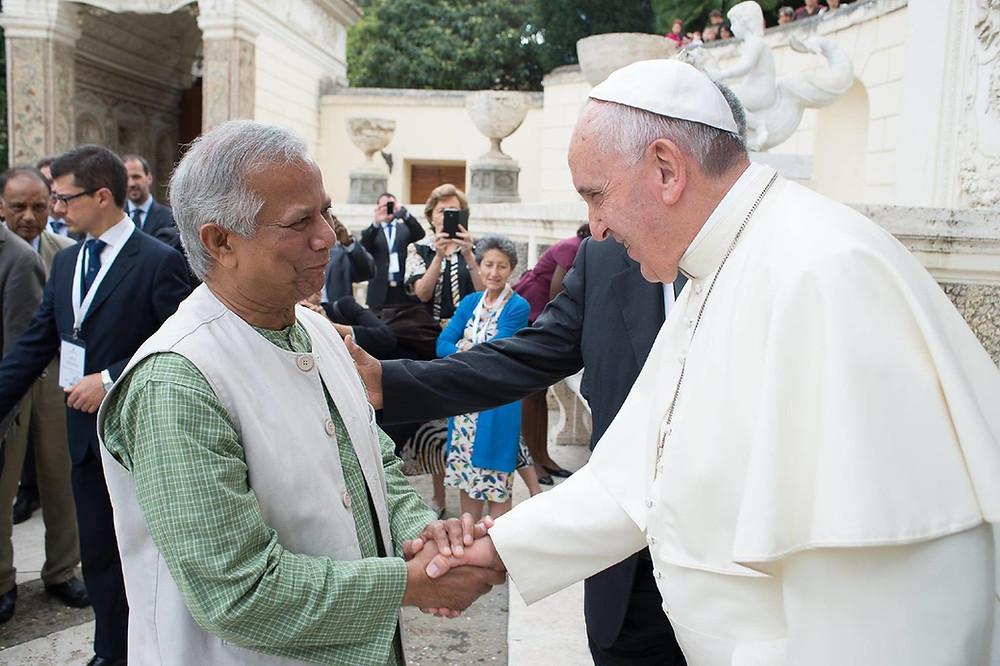 yunus y papa francisco bergoglio