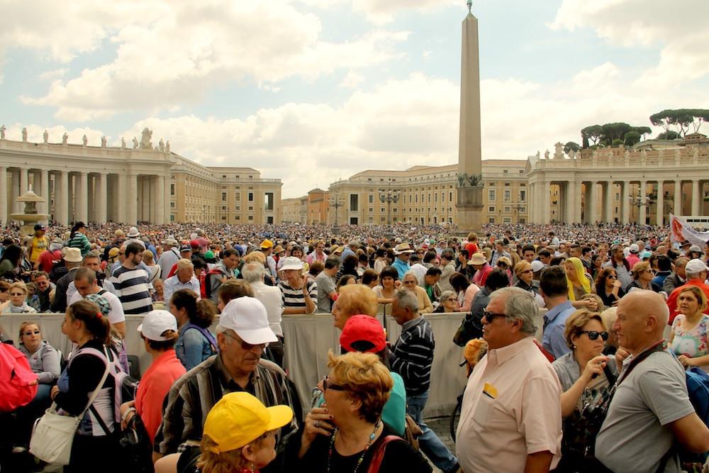 roma,-vaticano,-papa-francisco,-bergoglio,-papa-argentino,-papa-bergoglio,-audiencia-papal,-italia,-papa-saludando-a-la-gente,-gente-esperando-al-papa