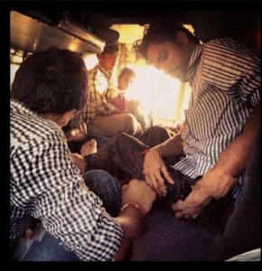 vivir en india, pirar en india, razones para vivir en india, motivos, delhi, mujer, viajar en tren