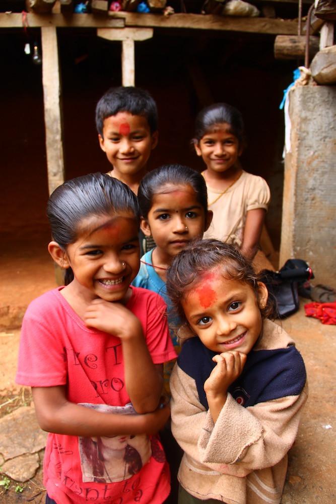 aldea rural, empresa social, luz solar, oportunidades, campo, aventuras, viajar, experiencia, jessica oyarbide, niños nepal