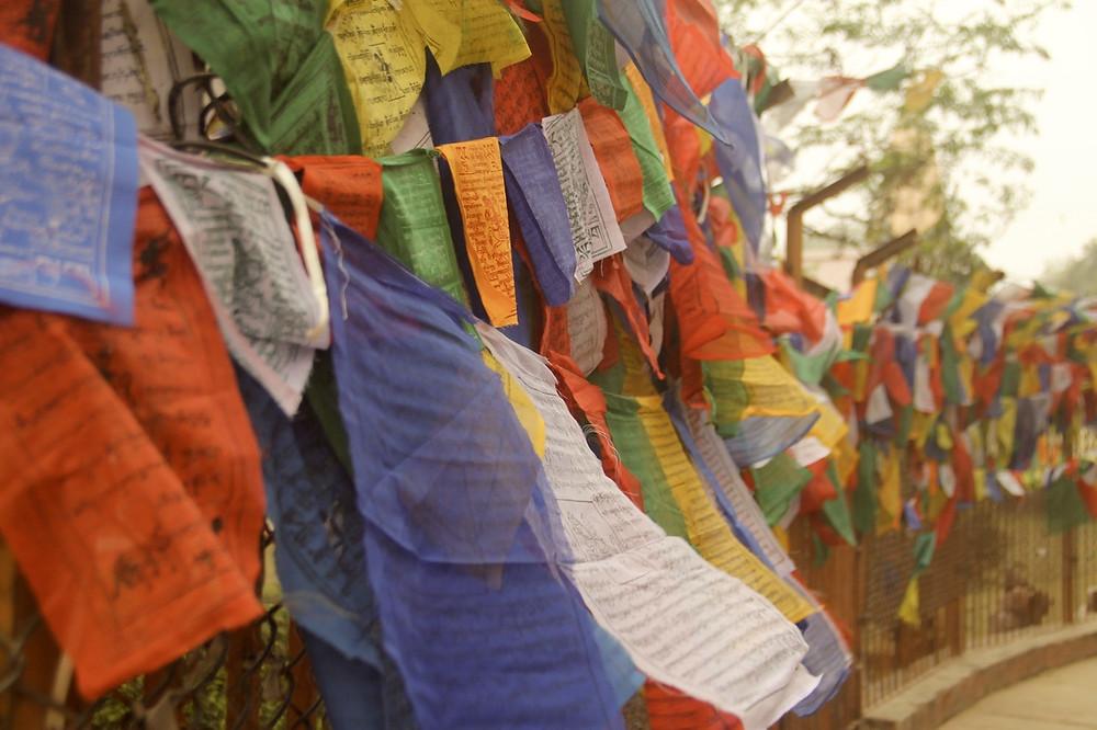 buddha, buda, budismo, buddhismo, banderas tibetanas, templo, stupa, sagrado, enseñanzas