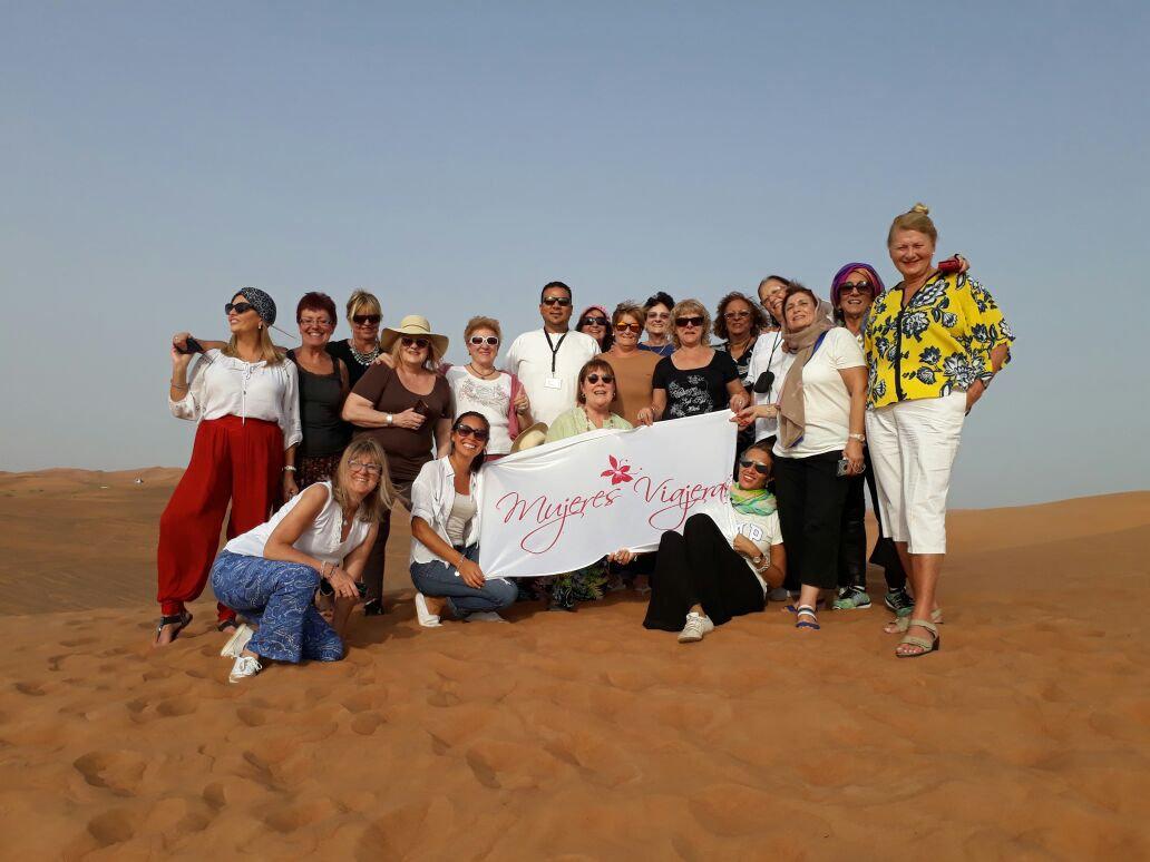 Mujeres Viajeras Dubai desierto.jpg